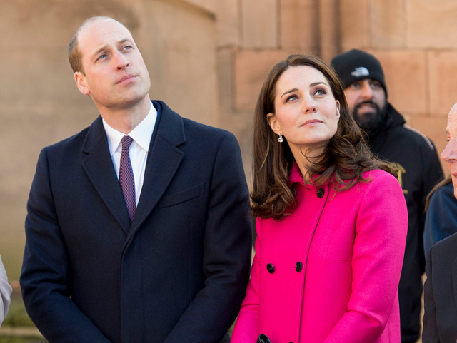Kate Middleton y el príncipe Guillermo durante su reciente visita a Coventry.